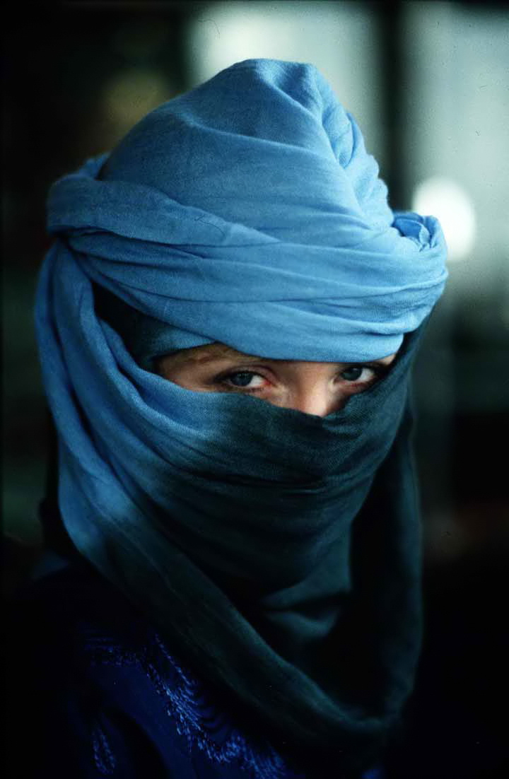 Morocco_-_veiled_woman_in_Marrakech